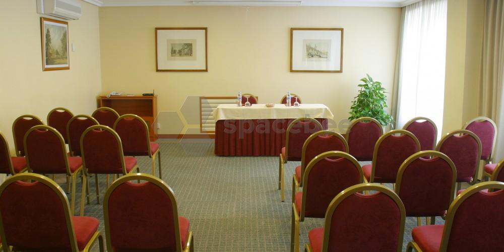 Amplio salón eventos y reuniones