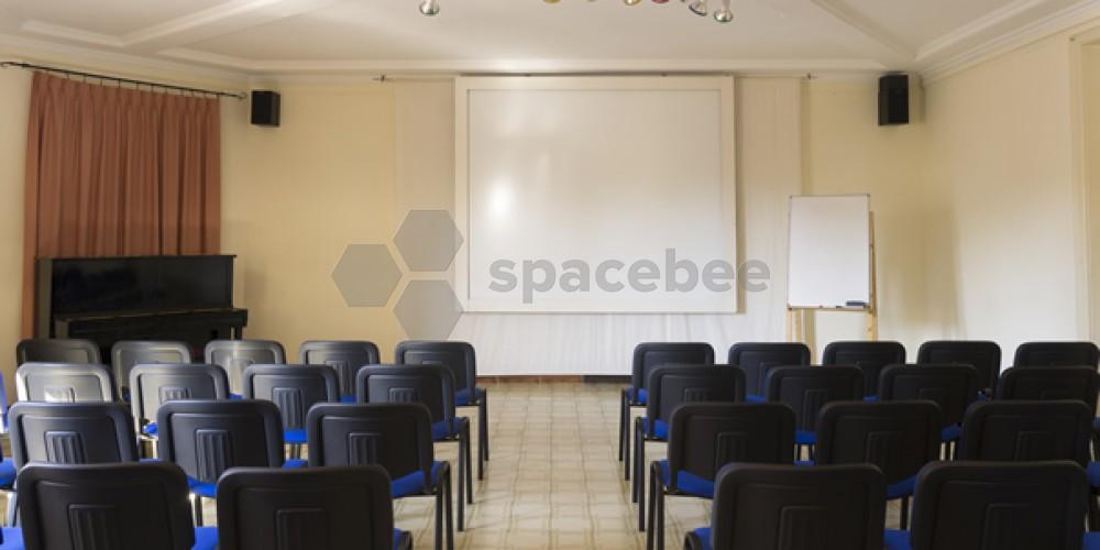 Sala amplia para cursos