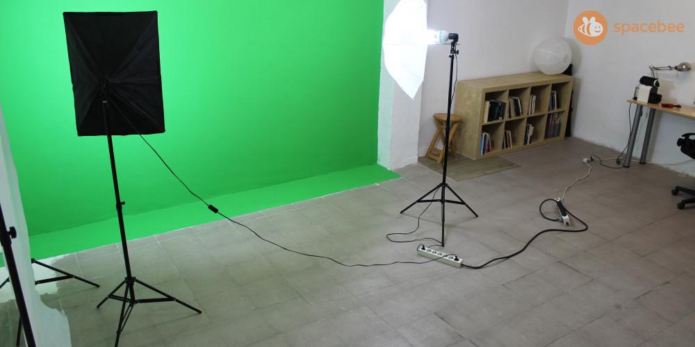 Estudio de foto y vídeo con luces y chroma verde profesional