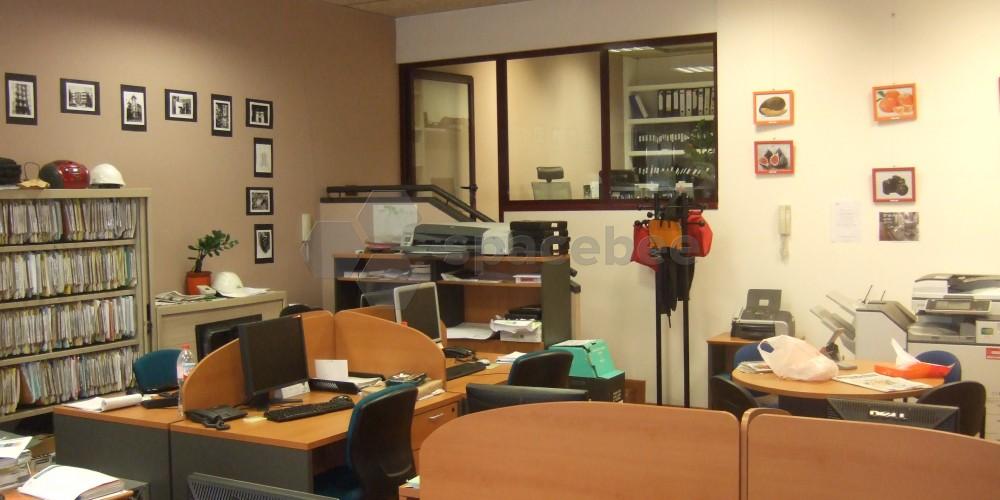 Sala principal y despacho de dirección técnica