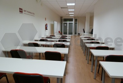 Gran aula equipada para talleres