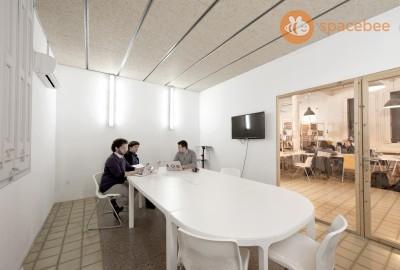 Sala de reuniones equipada para 10 personas