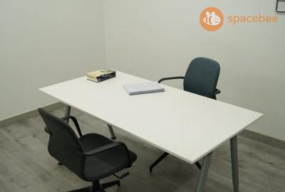 Sala preparada para cásting, sesiones de fotografía, ensayos, escritura de guion o reuniones pequeñas