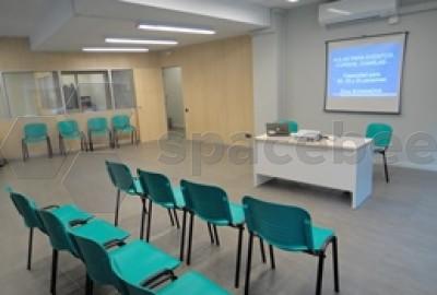 Gran sala para presentaciones, cursos o formación