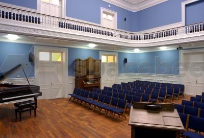 Gran auditorio para más de 200 personas