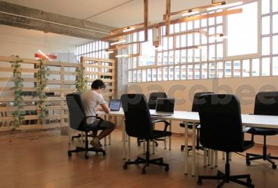 Mesa en espacio común diáfano