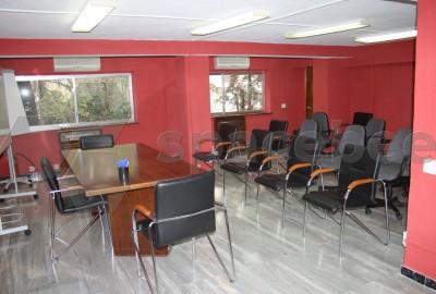Espaciosa Sala de Juntas / Aula