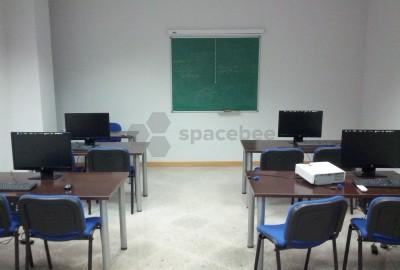 Aula informatica con 6 ordenadores