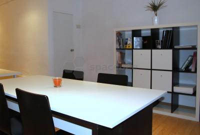 Estupenda sala para reuniones equipada