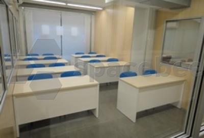 Espaciosa sala de juntas o de formación