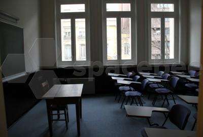 Histórica aula para más de 20 alumnos